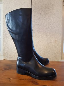Size 38 Calf 42-2 Hampstead Black Leather