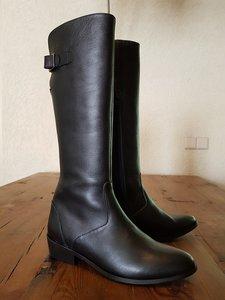 Size 37 Calf 29 Kensington Black Leather