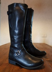 Size 38 Calf 32 Alaska Black Leather