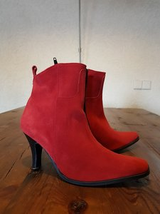 Size 38 Amalfi Red Suede