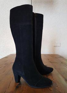 Size 38 Calf 33 Capri Black Suede