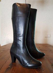 Size 40 Calf 33 Capri Black Leather