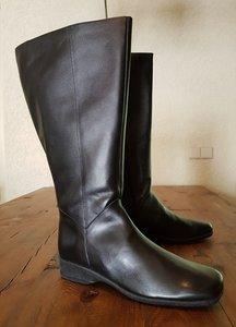 Size 42 Calf 53 Zara Black Leather